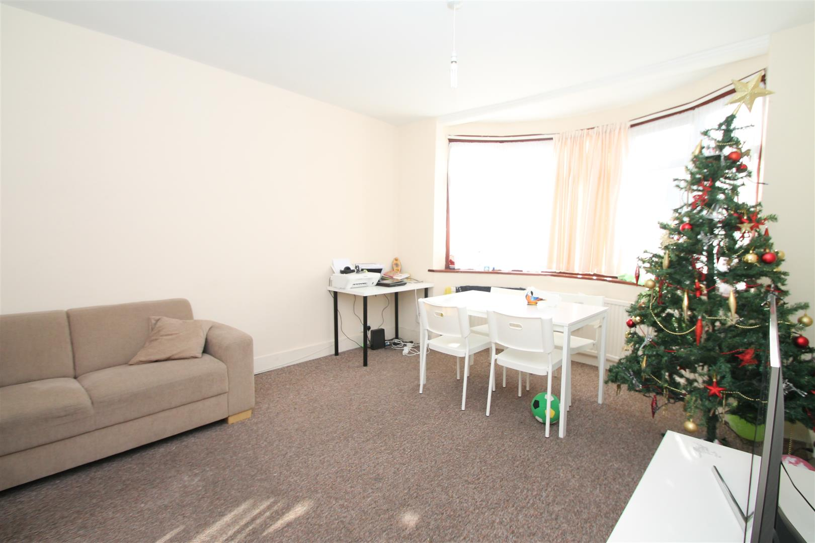 2 Bedrooms Flat for sale in Crawford Gardens, Palmers Green